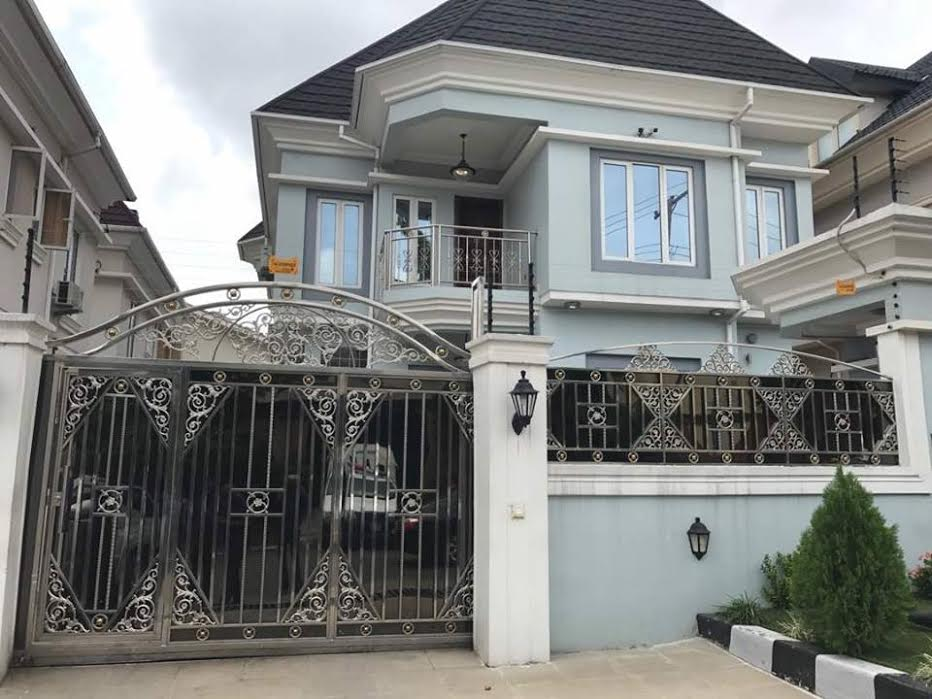 Billionaire kidnapper evans reveals 4 mansions in lagos for Mansions in nigeria for sale