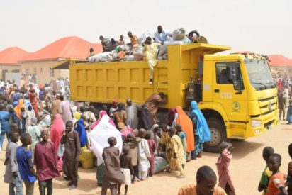 Photo of FG distributes food items to 45,000 displaced households in Borno