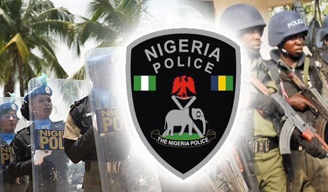 Photo of Rivers Police officers  raid baby factory, rescue 24 children, 4 pregnant teenagers